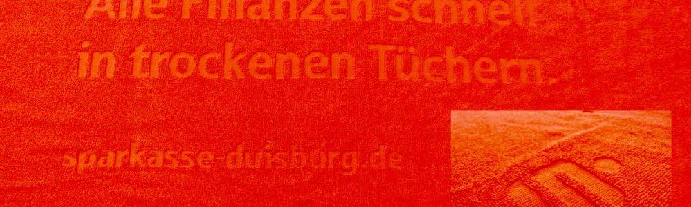 Handtuch mit Logo: <b>Hoch-Tief-Webung</b>